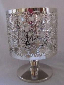 BATH & BODY WORKS SNOWFLAKES PEDESTAL LARGE 3 WICK CANDLE HO