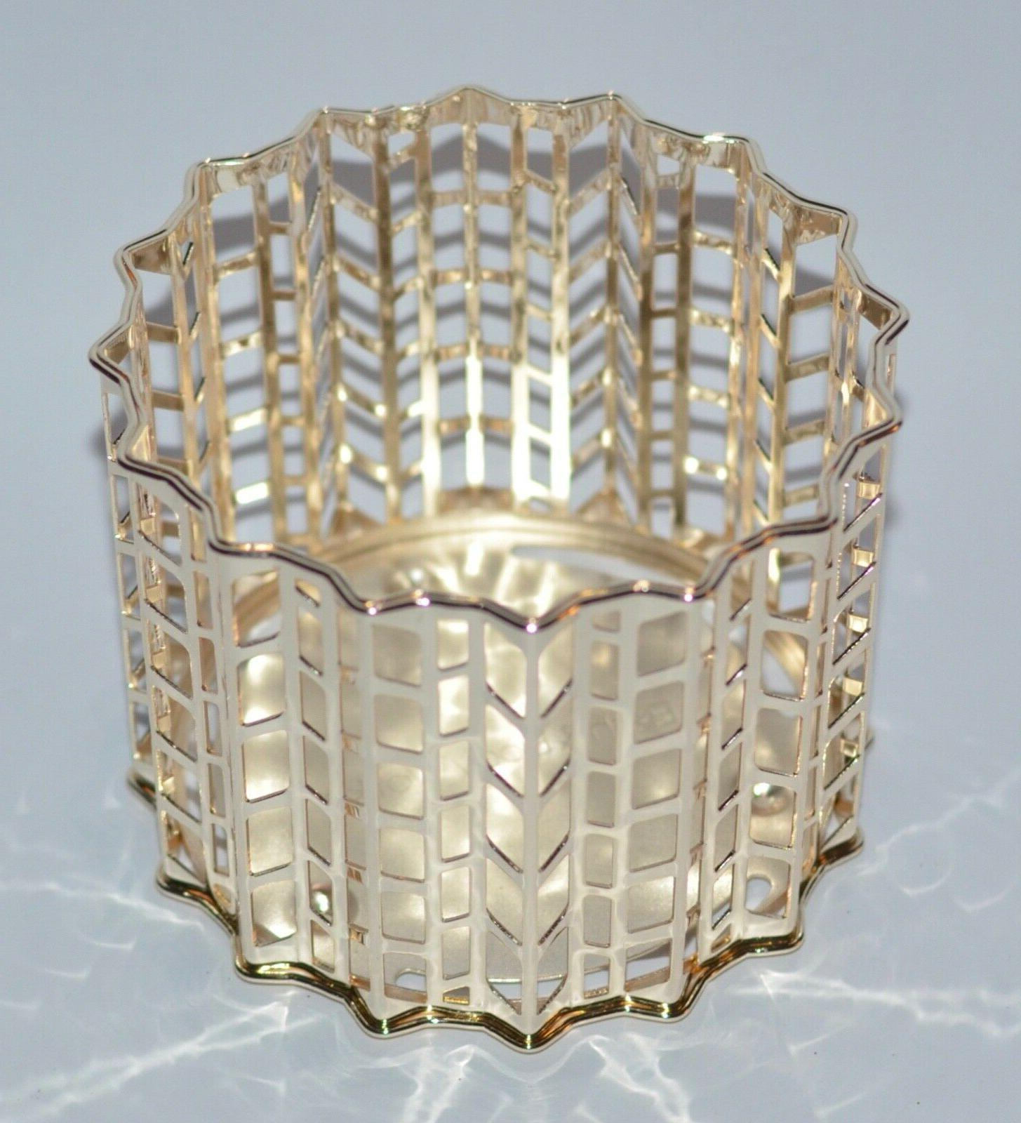 BATH GOLD KNITTED CHEVRONS 3 WICK CANDLE SLEEVE