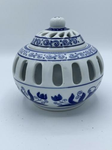 BOMBAY CANDLE BLUE & WHITE WITH TOP Never used