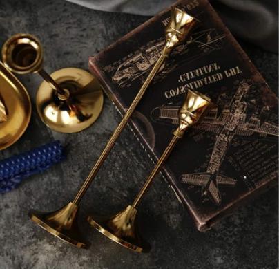 Gold Holders, Metal of